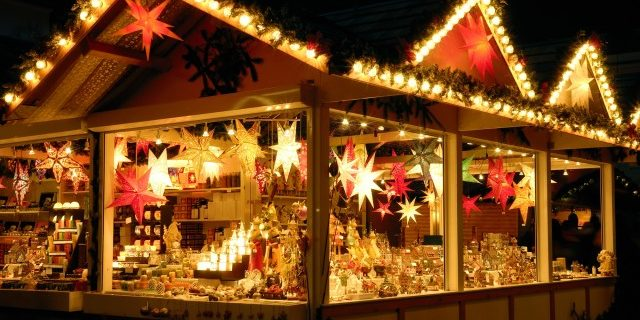 Новый год в центре Кракова 30.12.2019-03.01.2020 illuminated-christmas-fair-kiosk-with-loads-of-shining-decoration-merchandise-no-logos-image-id-157503014-1425046614-ip6z-3-1444211895-nzov-medium-640x320